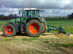 Tractor mounted road grader on fendt tractor
