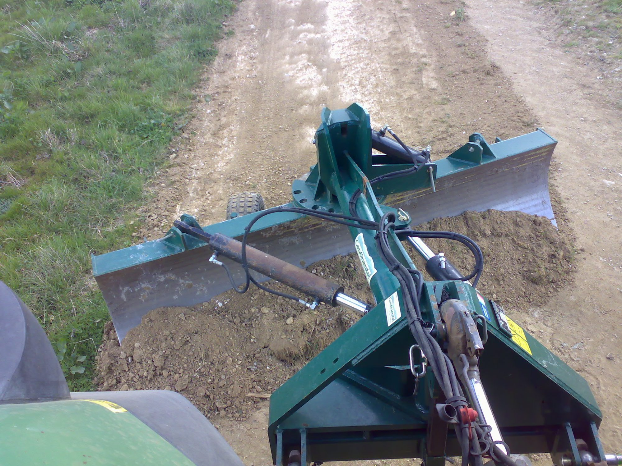 Tractor road grader