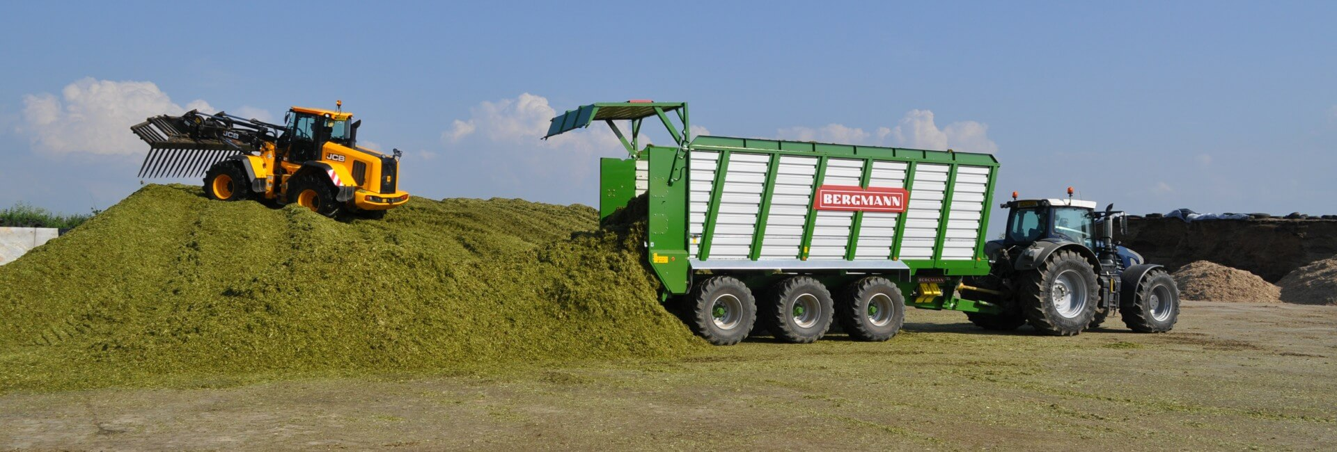Silage trailer moving floor unloading at clamp