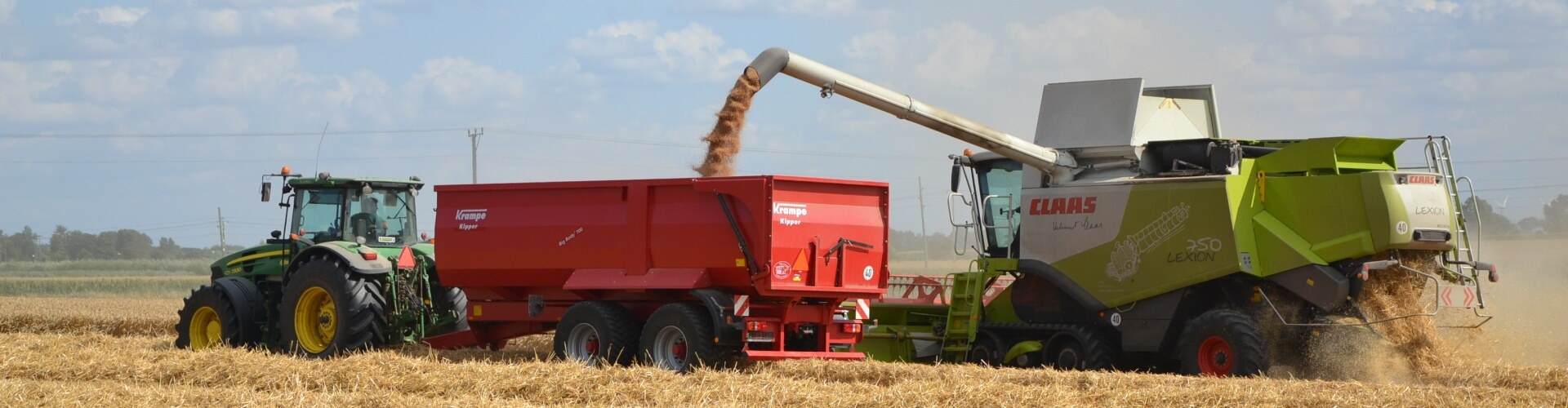 Claas combine unloading with krampe trailer