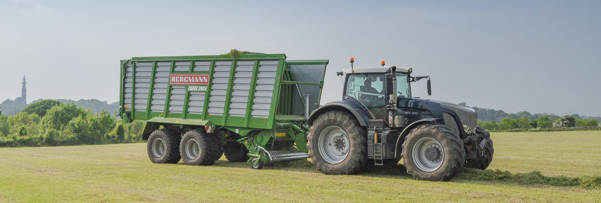 High capacity short cut forage wagon