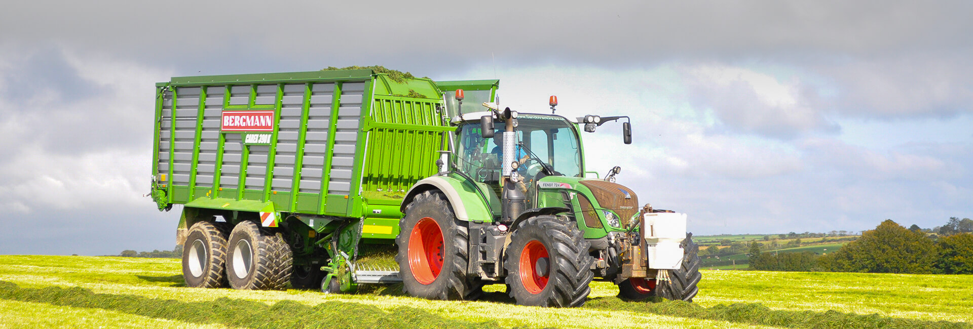 Bergmann forage wagon and fendt tractor