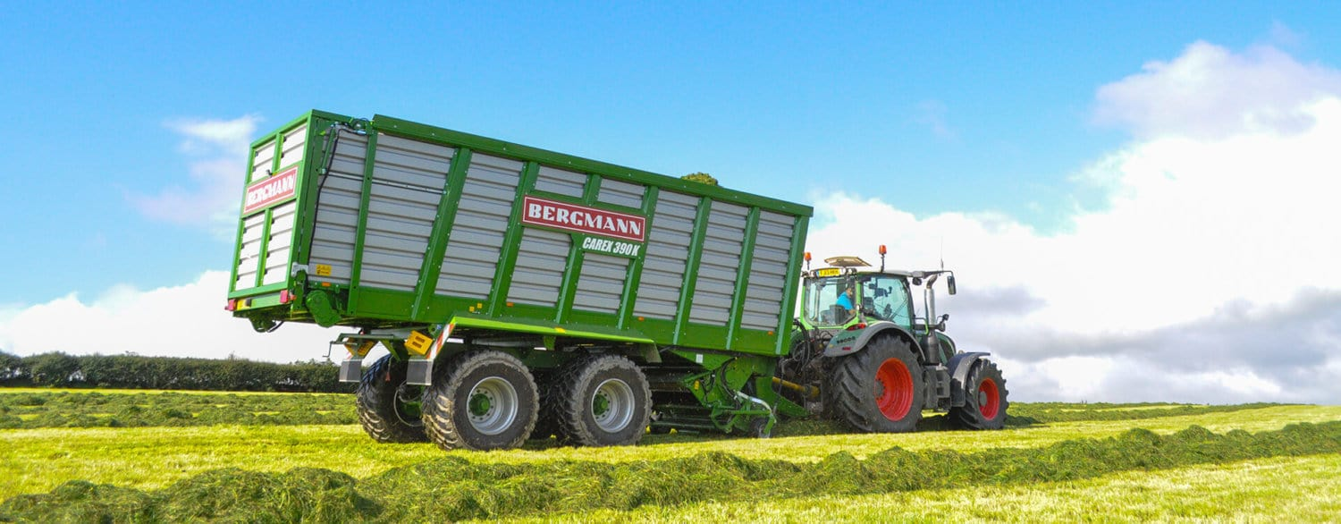 Forage Wagon bergmann carex grass silage uk with fendt 724 tractor