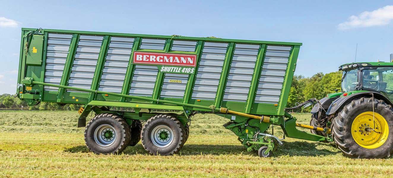 bergmann silage wagon shuttle 410 with John deere tractor