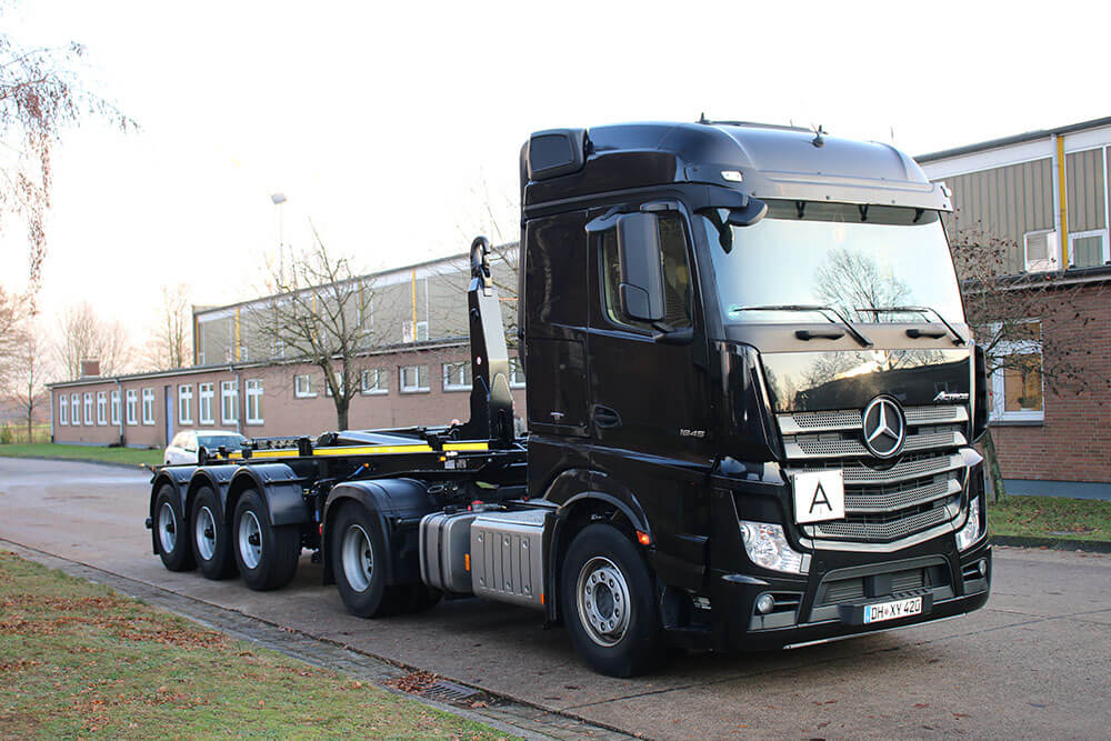 Actros with Hooklift trailer