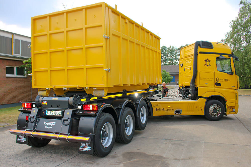 semitrailer Hooklift with bin