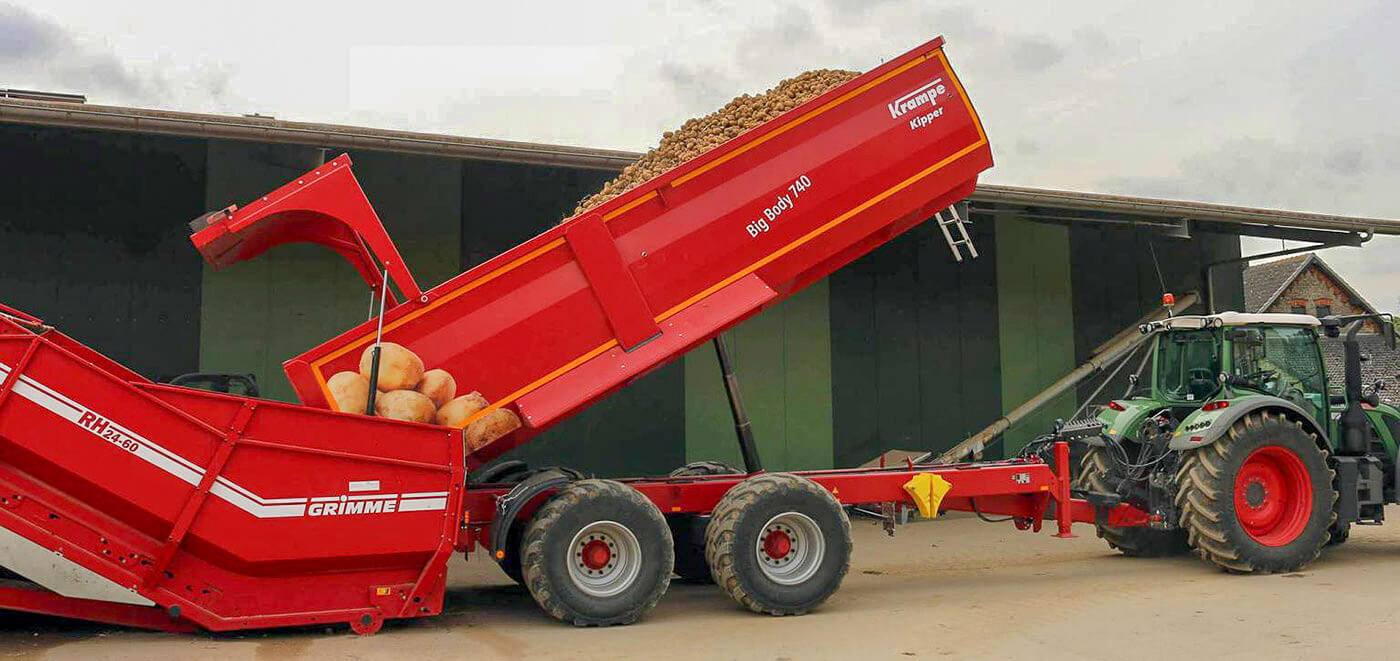 Trailer unloading potatoes into hopper krampe BB740