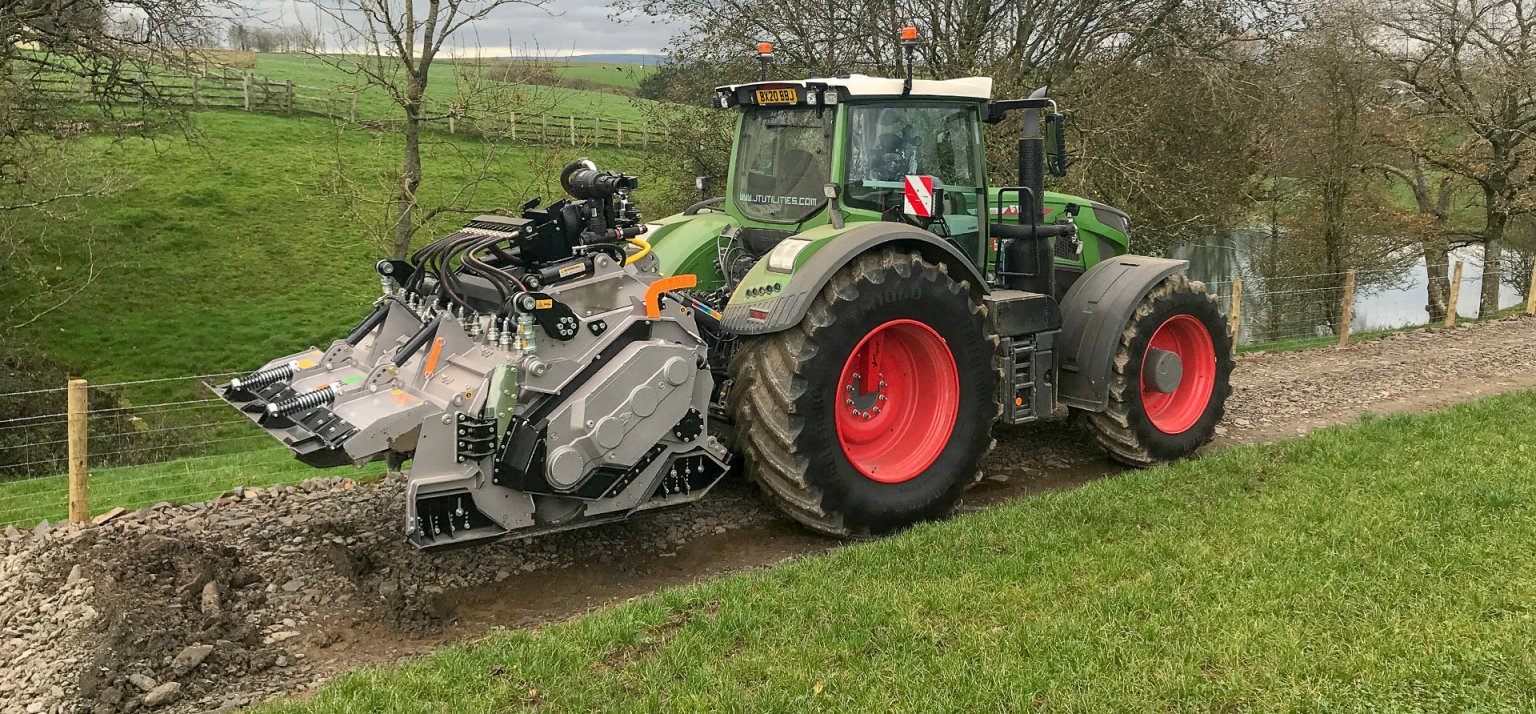 Stone road stone crusher Fendt and FAE
